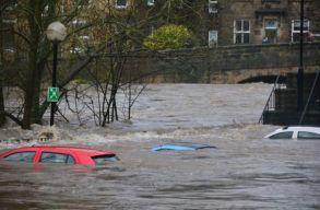 Az áradások következtében 1300 ember tûnt el Németországban, városokat ürítenek ki