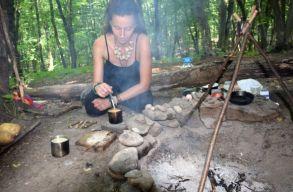Meglátogattuk az erdõben Kolozsvár egyetlen sámán-boszorkányát