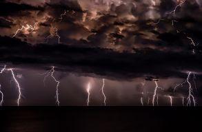 Vasárnap délutántól hétfõ délelõttig 13 megyében van másodfokú viharriadó