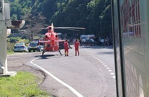 Négy autó ütközött az Olt völgyében, helikopterrel szállították el a sebesülteket