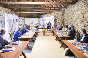 Németül is megszólalt Johannis a brassói Haferland kulturális fesztivál megnyitóján