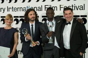 """""""Amíg járni bírok"""" - afrikai menekültekrõl szóló filmé lett a kristályglóbusz Karlovy Varyban"""