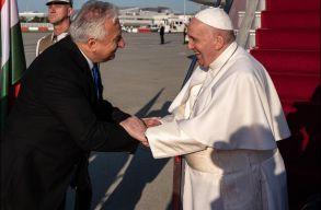 Megérkezett Ferenc pápa Budapestre