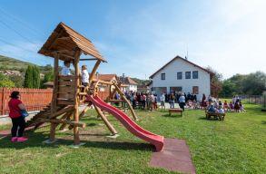 Három új Maros megyei óvoda-bölcsõdét vehettek birtokba ma a gyerekek