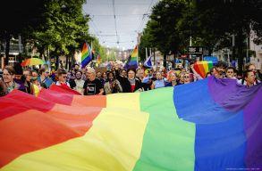 EP: az azonos nemûek házasságát és élettársi kapcsolatát el kellene ismerni az EU mindegyik tagországában