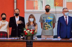 Megéneklünk Románia: használhatatlan óvodát avatott fel ünnepélyesen a tanügyminiszter