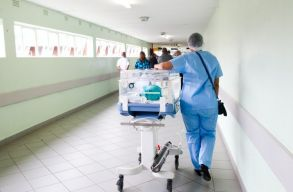 Mindössze 109 szabad ágy van még az intenzív osztályokon, figyelmeztet az Egészségügyi Minisztérium