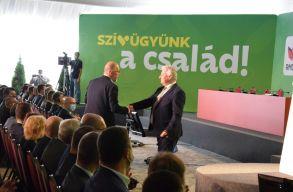 Család, vidékfejlesztés, stabilitás - ezekkel a hívószavakkal indítottak a politikusok az RMDSZ 15. kongresszusán