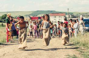"""""""Elmondhatom, hogy emberileg nagyon gazdag lettem"""" – a roma közösségekkel való munka dilemmái és lehetõségei"""