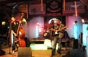 Bukarestben �s Vasluiban im�dj�k a sz�kely psychobilly-zenekart
