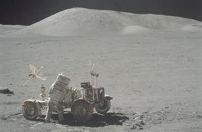Az Apollo-k�ldet�s �sszes Holdr�l k�sz�lt fot�j�t k�zz�tett�k, van mit n�zni