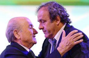 Felf�ggesztett�k Blattert �s Platinit