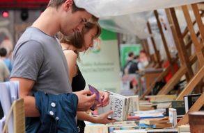 �nnepi k�nyvh�t minden gener�ci�nak: tal�lkoz�si pont az irodalom