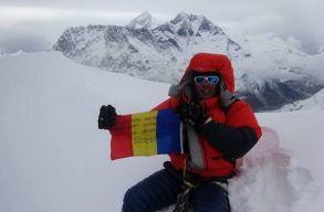 T�r�k Zsolt alpinista t�zte ki a rom�n z�szl�t a Himal�ja egyik legmagasabb cs�cs�ra