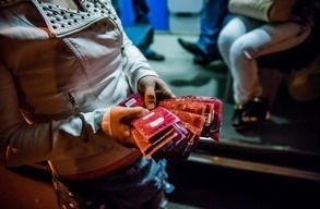 �gy dolgoznak az �nk�ntesek az AIDS terjed�s�nek megf�kez�s�n Bukarestben