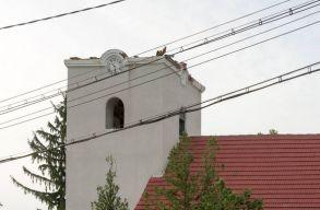 Magyarorsz�gi vis maior alapb�l �p�l a v�d�tet� a viharverte kutyfalvi templomra