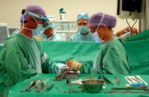 M�t�t k�zben csapott az �ram az orvosokba �s a betegbe egy bukaresti k�rh�zban