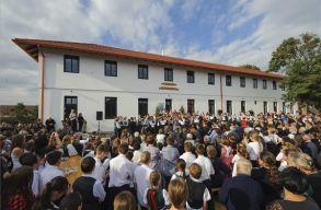 Sz�rv�nykoll�giumi �p�letet avattak Magyarlap�don