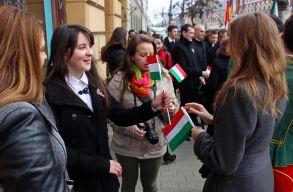 Durva k�zpontos�t�s: Bukarestb�l r�telepedn�nek a helyi cerem�ni�k megszervez�s�re
