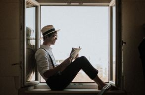 Napos oldal vagy árnyékos: idõjárástól független nyári olvasmányokat ajánlunk