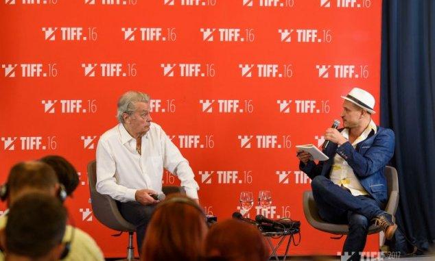 Derült hangulatban tartott sajtótájékoztatót a TIFF-en szombaton Alain  Delon 465daf1ab6